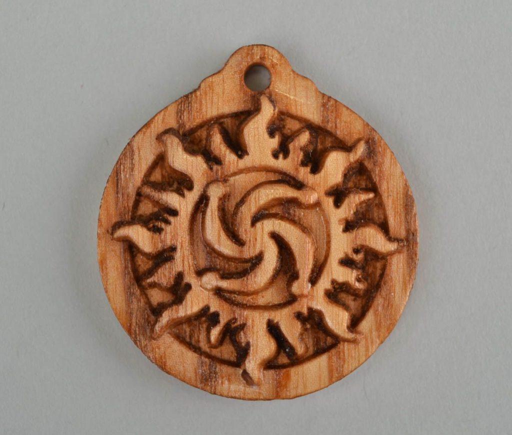 Символ рода деревянный